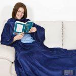 KANGURU Deluxe Midnight kék (1092) ujjas és zsebes pléd (kék)