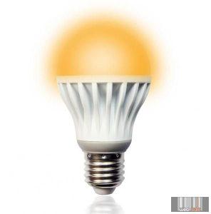Techlight 3923 (73716) meleg fehér LED izzó 8W (E27)